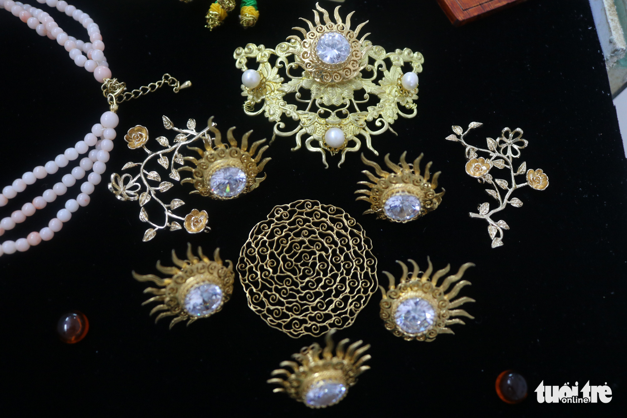Accessories and jewelry under the Nguyen Dynasty made by Tran Quang Minh Tan