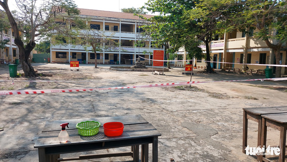 Zoning tapes are used to ensure safe distance at the quarantine ward in Luong The Vinh High School of An Giang Province, March 2, 2021. Photo: Buu Dau / Tuoi Tre
