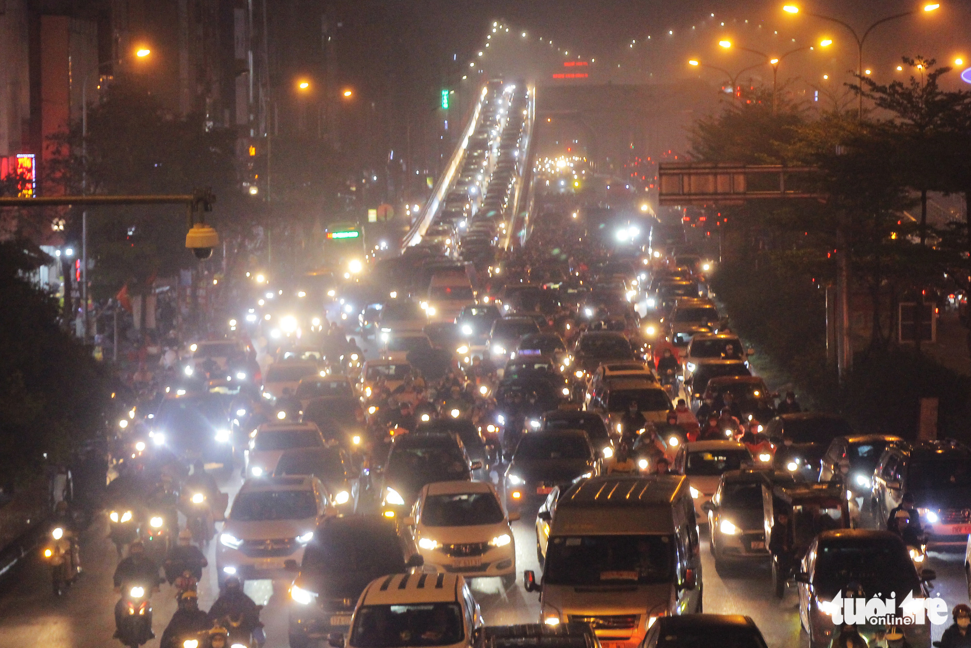 This photo shows the heavy traffic congestion on Truong Chinh Street in Hanoi, March 5, 2021. Photo: H.Q. / Tuoi Tre