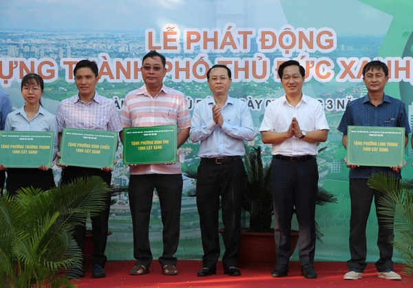 Officials of Thu Duc City are pictured at the launching ceremony of the tree planting campaign on March 7, 2021. Photo: Le Phan / Tuoi Tre