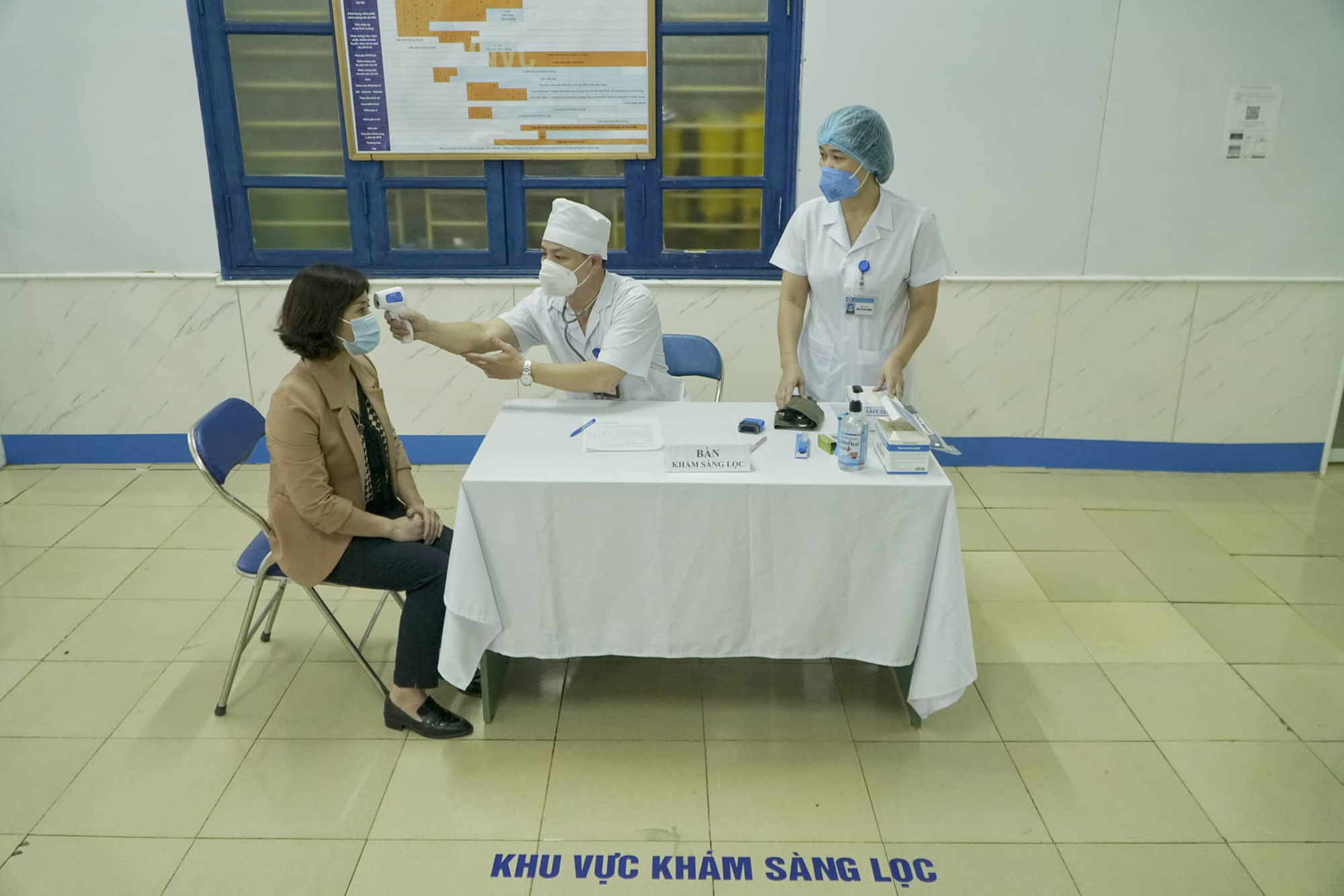 A woman undergoes a health-check before receiving COVID-19 vaccine in Hai Duong Province, Vietnam, March 8, 2021. Photo: Pham Tuan / Tuoi Tre