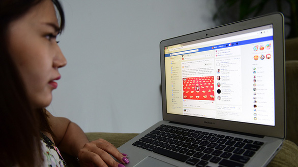 A Vietnamese Facebook user looks at an ad on the platform. Photo: Quang Dinh / Tuoi Tre