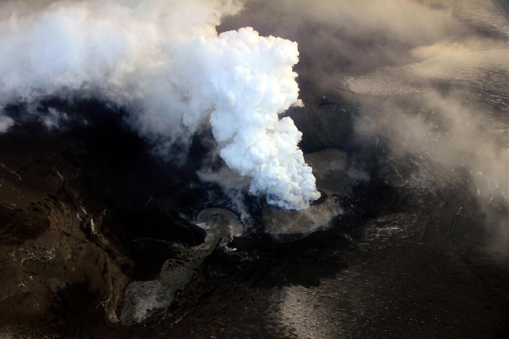 Ash and steam billow out from the crater of the Grimsvotn volcano in May 2011. Photo: AFP
