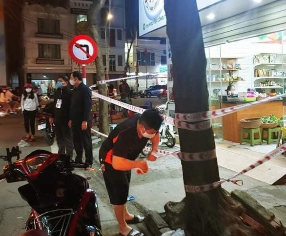 A section of Nguyen Cong Tru Street in Hai Phong City was cordoned off on March 10, 2021 after two local residents were found infected with the SARS-CoV-2 pathogen. Photo: T. Thang / Tuoi Tre