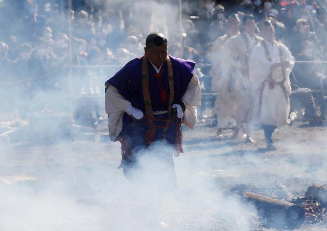 A Buddhist monk walks across smoldering hot ground at the fire-walking festival, called hiwatari matsuri in Japanese, at Mt.Takao in Tokyo, Japan, March 14, 2021. Photo: Reuters