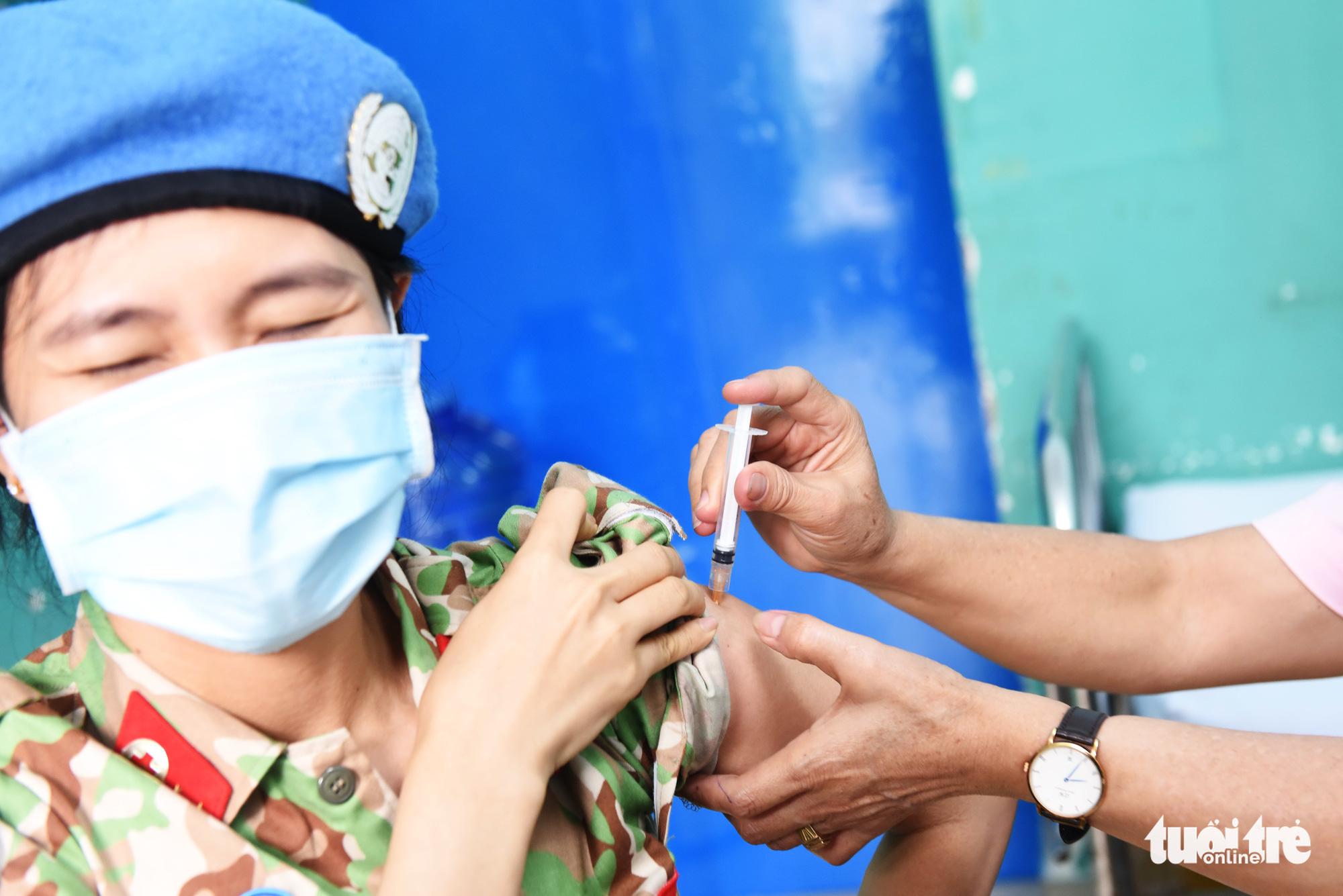 An officer in charge of UN peacekeeping missions receives a COVID-19 vaccine shot at 175 Military Hospital in Ho Chi Minh City, March 16, 2021. Photo: Duyen Phan / Tuoi Tre